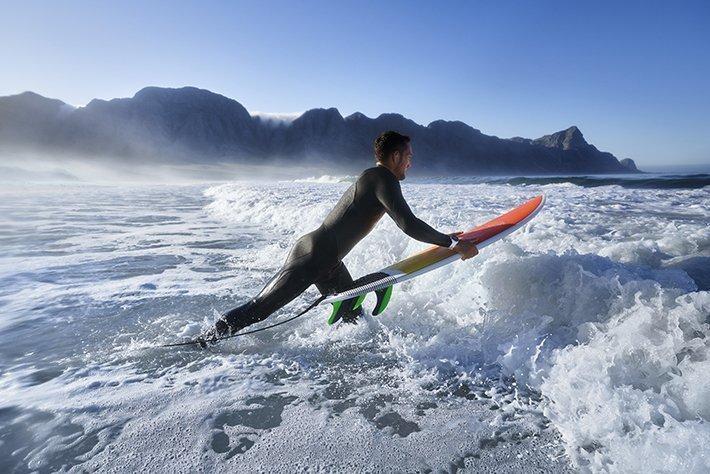 Surfen met de Instinct Solar surf editie